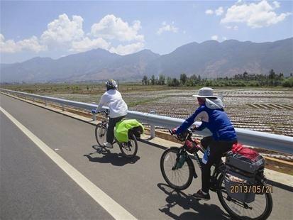 汉南姐弟骑行23天到西藏 沿途给藏区孩子们送文具