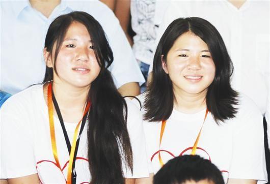 武乐平(左)、武乐梅姐妹俩