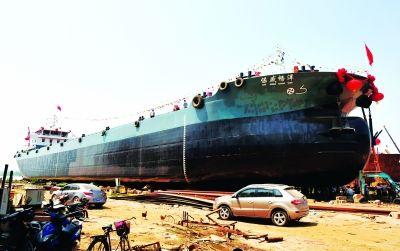 长江最大货轮 武汉下水