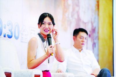 被问到凌潇肃,曹曦文很尴尬。记者