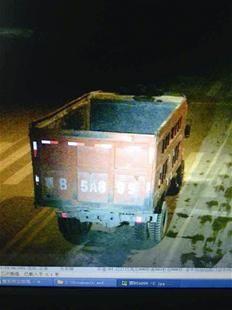 监控录像锁定的被盗货车画面