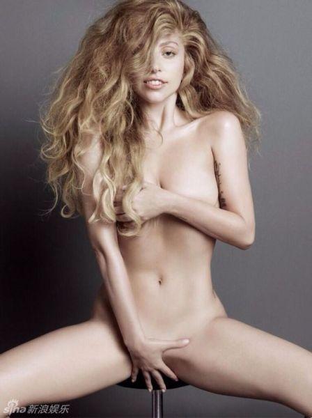 GaGa大尺度全裸登封面 玉手遮三点一览无遗