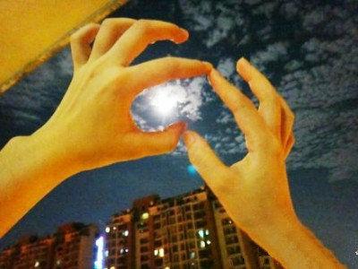 武汉两天连现超级月亮,网友叹美得让人窒息。