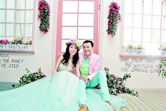 夫妻为爱保鲜有妙招 七年拍了七套婚纱照