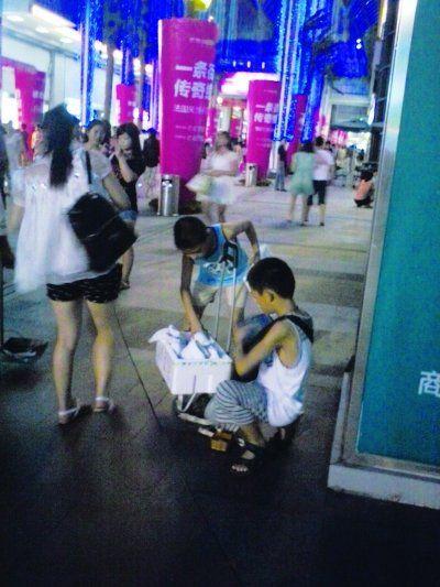 蔡启明(左)和吕念远(右)。见习记者贺亮 摄