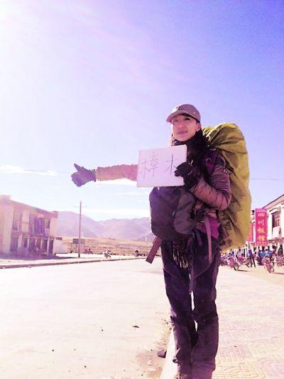 李亚丁一路搭乘了101辆顺风车。(微博图片)