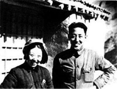 中国人民银行首任行长南汉宸与夫人在西柏坡合影