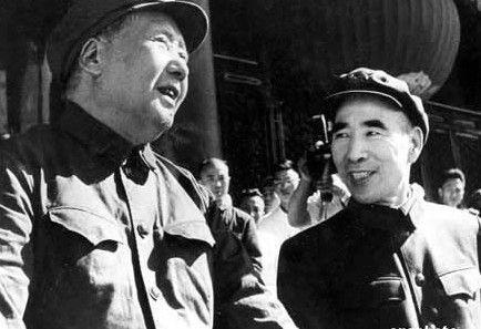 毛泽东与林彪在天安门城楼上