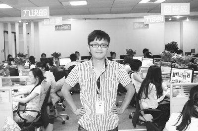 """图为:没有""""老板范儿""""的黄承松 见习记者胡琴沁 摄"""