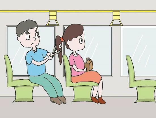 变态男在公交车上偷剪女子头发