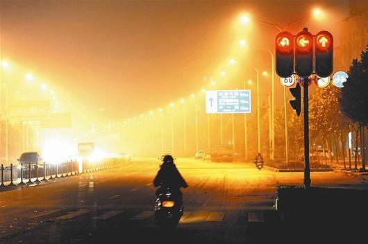 图为:后湖大道夜景 资料图片
