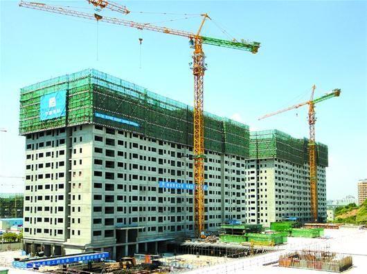 图为:中建三局以工业化模式建造了国内最大的保障房项目——深圳龙华保障房,去年9月已交付使用。