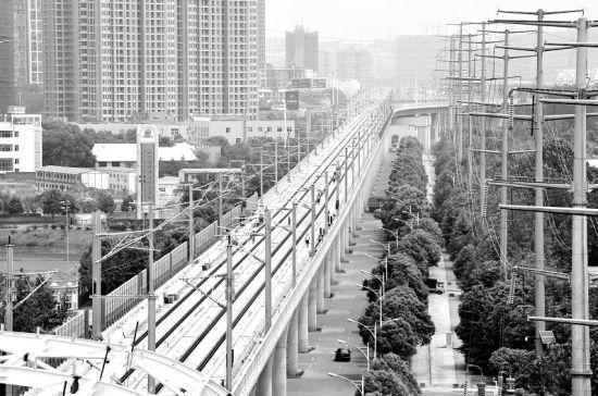 图为:武咸城际铁路将于今年年底正式通车