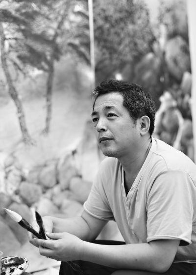 画家江中潮 记者刘洪洋 摄