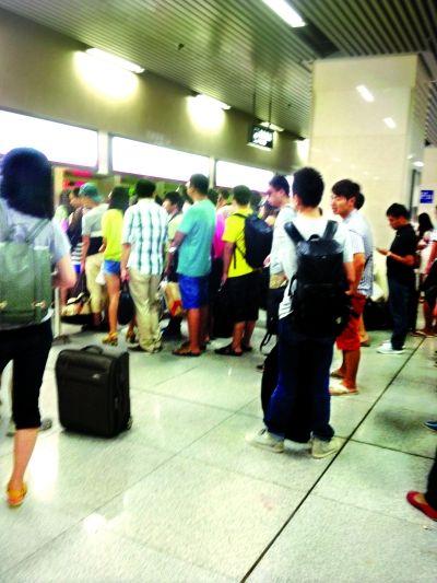 开学季,武汉地铁迎学生返校潮 地铁客流单日激增8万人次