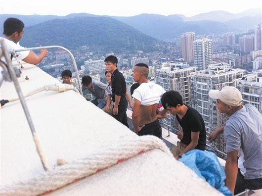 事发黄石湖滨大道大上海广场一在建32层高楼。