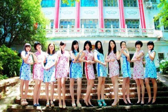 """华师社团招新晒旗袍照,辩论队""""女汉子""""变长腿女神。"""