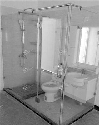 高校宿舍现透明卫生间引吐槽 回应:已在贴膜(图)