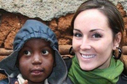 加拿大女记者林霍奥特获救后,创办了一个非营利全球基金会,帮助支持索马里和肯尼亚妇女和女童的教育。(网页截图)