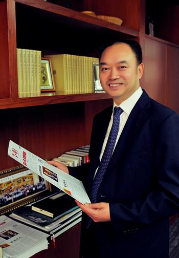 华人集团董事局主席邝远平先生