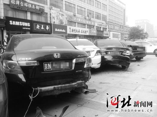 女子拉架不成开车撞向朋友 撞坏16辆车(图)_新