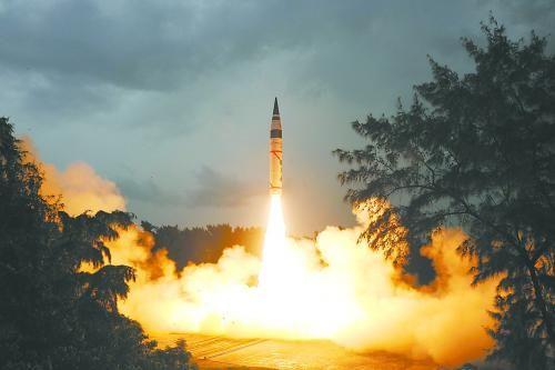 """印度""""烈火-5""""导弹15日顺利发射升空"""