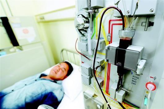 图为:粱啸的血液通过分离机分离出造血干细胞。