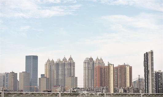 楚天都市报讯 图为:武昌滨江高楼林立(资料图片) 记者叶茂林摄