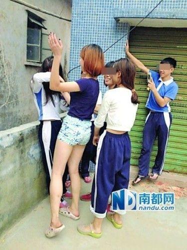 一女学生微博爆出多张殴打同学、让同学下跪等照片