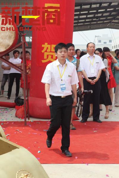 2011年,郭立恒以少东家的身份,出席父亲公司蔡甸新工厂的开业典礼