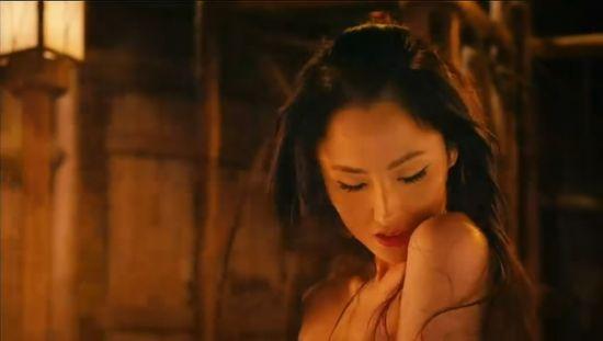 十大美女红星全裸湿身:蓝燕_新浪湖北时尚_新
