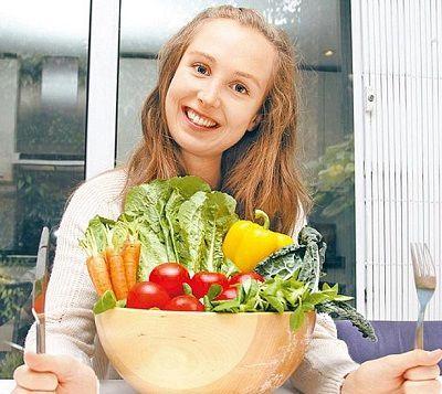 2013年10月15日雷诺认为生食蔬果让她保有少女外貌。翻摄英国《每日邮报》英国