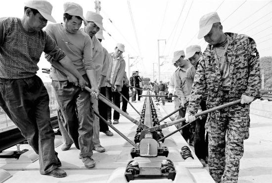 武冈城际铁路开始铺轨