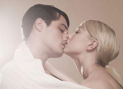 男生和女生亲热-揭秘男女接吻的心理差异和好处