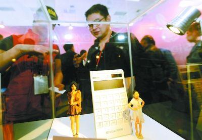 图为3D激光打印技术制作的人像。记者王翮 摄