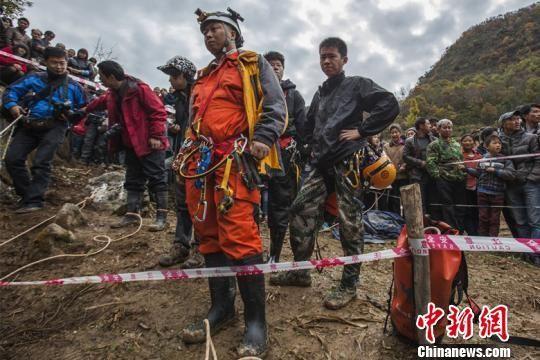 武汉、宜昌、襄阳三地洞穴协会队员参与救援 周运逸 摄