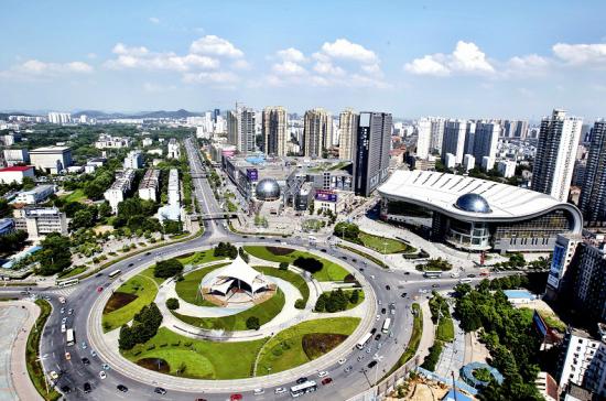 楚天都市报讯 图为:光谷最繁华的光谷广场地带