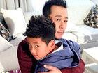 郭涛与儿子搞怪表情神同步 翻白眼喜感十足