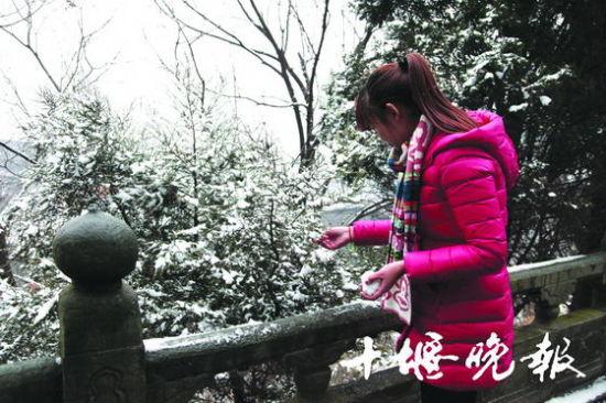武当山降今年首场雪