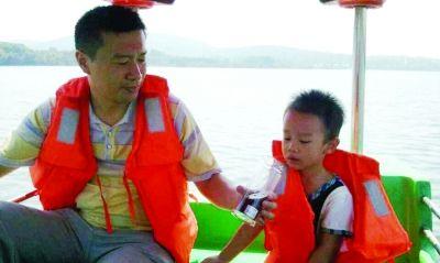 """IT""""好爸""""吴庆父子合照。图片由受访人提供"""