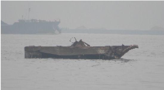 长江水位下降 浮出千吨级沉船