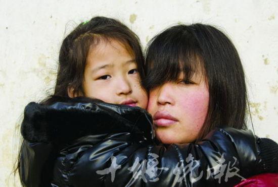 王盼在姑姑的怀抱里才踏实。