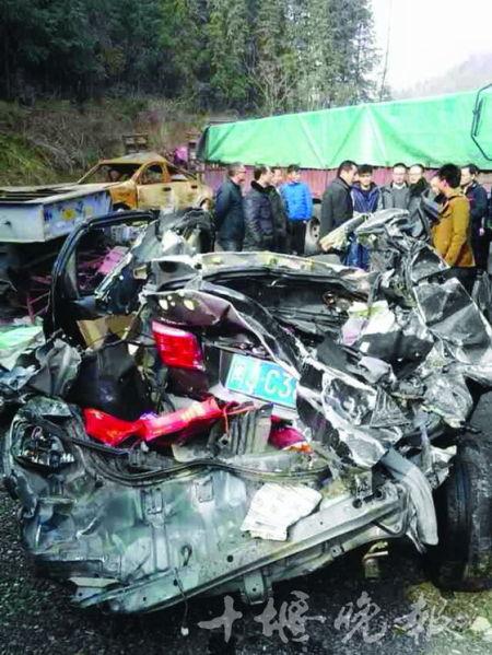 车祸现场惨不忍睹。