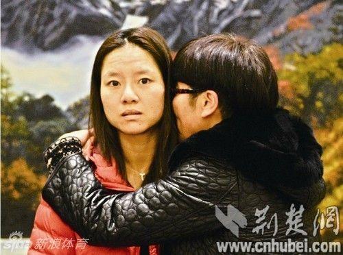 李娜与恩师余丽桥拥抱