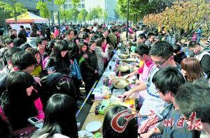 """去年华中农业大学""""吃虫大会""""的现场。(黄智然提供)"""