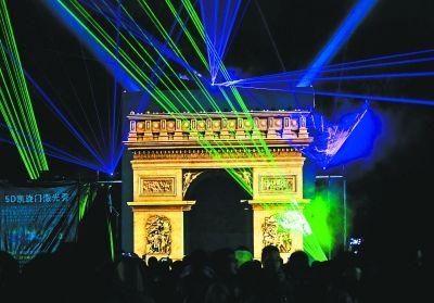 东湖灯会上的5D激光秀表演。