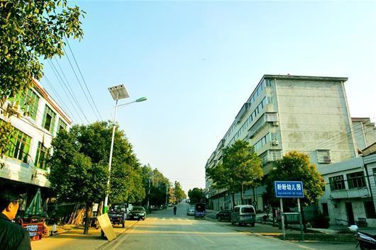 图为:张远村部分村民退出宅基地后,在附近的公友集镇上购置了商品房。