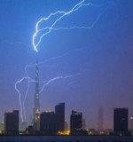闪电击中世界第一高楼