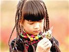 小彩旗民族风装扮文艺范十足 珍藏童照可爱