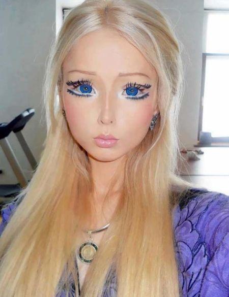 """瓦莱里娅曾在2012年经过整容手术,把自己变成了""""真人芭比娃娃""""(网页截图)"""